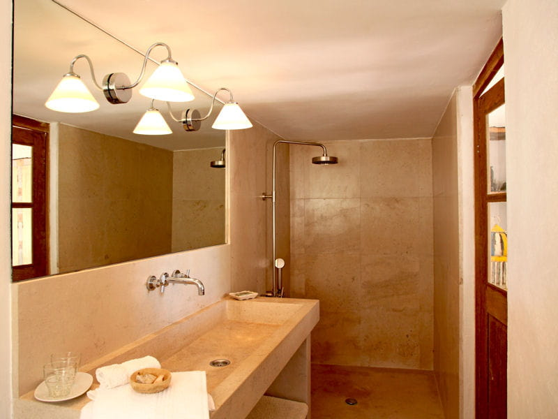 en pierres et enduit douche l 39 italienne une pluie de bonnes id es journal des femmes. Black Bedroom Furniture Sets. Home Design Ideas