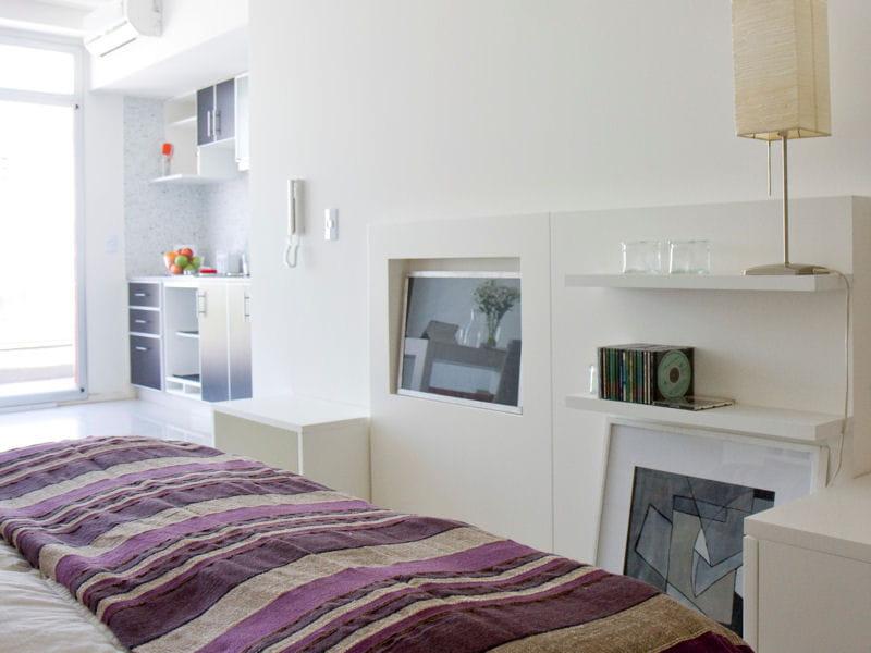 couvre lit violet la couleur mauve irradie la d co journal des femmes. Black Bedroom Furniture Sets. Home Design Ideas