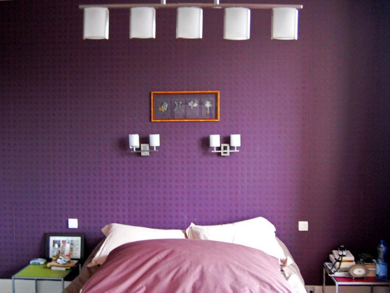 Chambre violette la couleur mauve irradie la d co for Chambre violette
