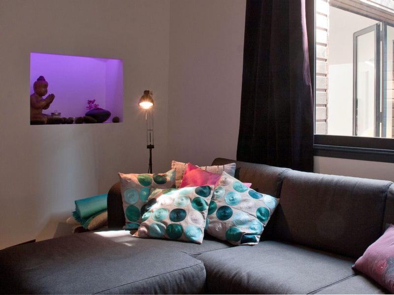 niche lumineuse lilas les couleurs mauve et parme en d co journal des femmes. Black Bedroom Furniture Sets. Home Design Ideas