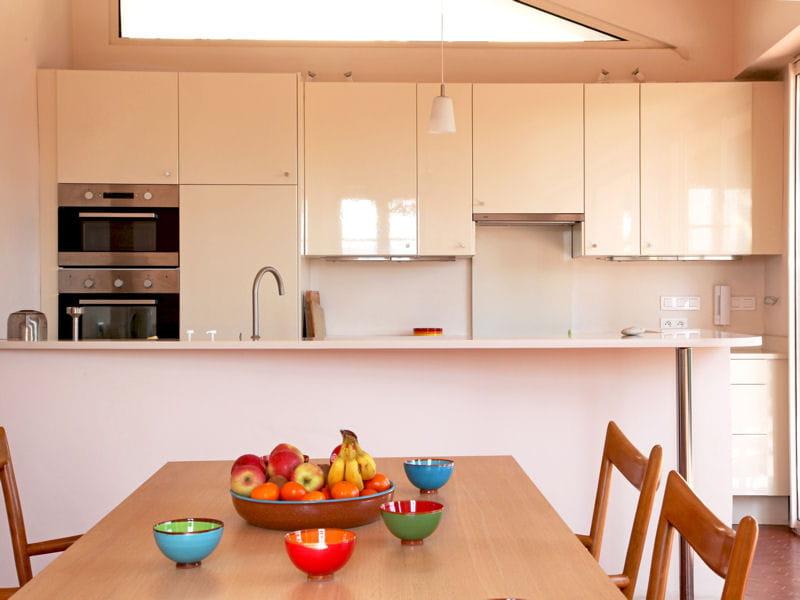 cuisine ivoire cuisine blanche des pi ces ultra lumineuses journal des femmes. Black Bedroom Furniture Sets. Home Design Ideas