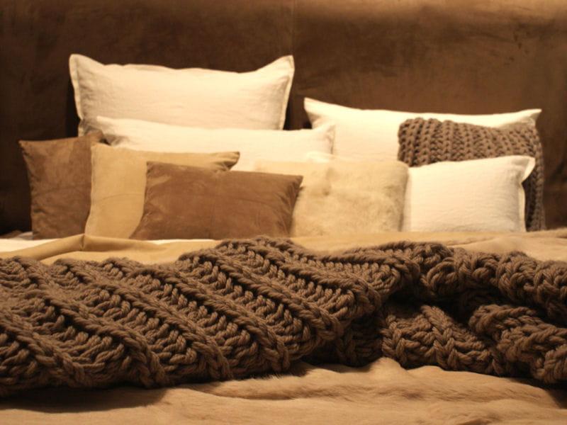 plaid en laine de luiz. Black Bedroom Furniture Sets. Home Design Ideas