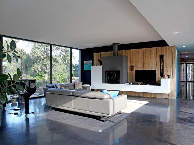 mat riaux bruts bois et b ton une maison pour vivre dedans ou dehors journal des femmes. Black Bedroom Furniture Sets. Home Design Ideas