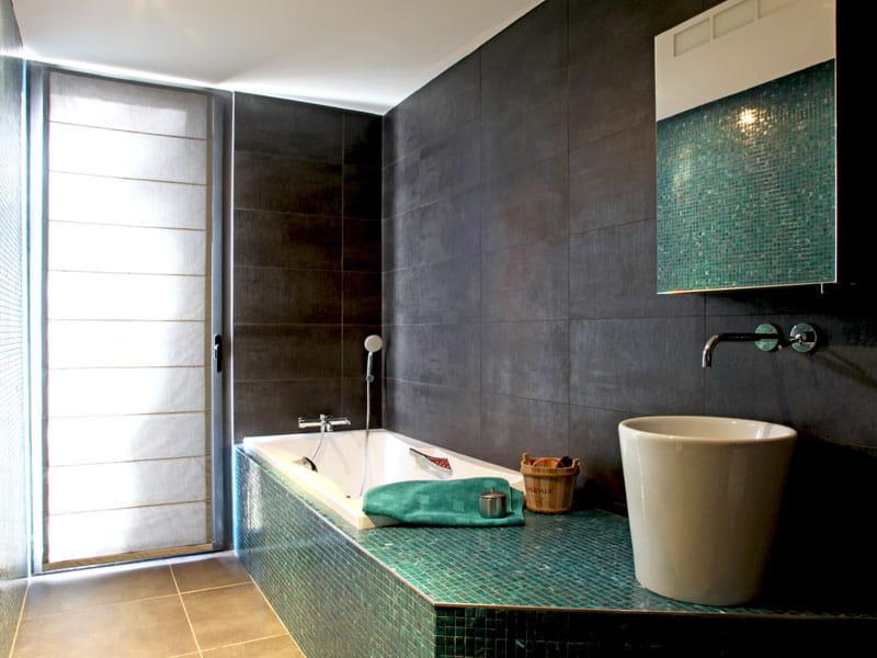 d 39 b ne et d 39 meraude une maison pour vivre dedans ou dehors journal des femmes. Black Bedroom Furniture Sets. Home Design Ideas