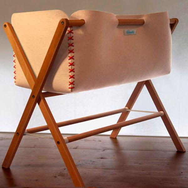 berceau en bois id es d co pour chambre de b b styl e journal des femmes. Black Bedroom Furniture Sets. Home Design Ideas