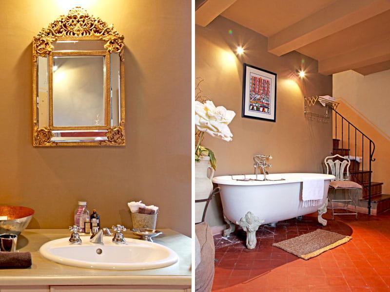 Salle de bains d 39 poque un mas au charme d licat for Salle de bain belle epoque