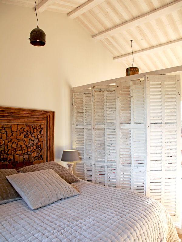 une chambre campagne chic combles et greniers des espaces malins et bien pens s journal. Black Bedroom Furniture Sets. Home Design Ideas