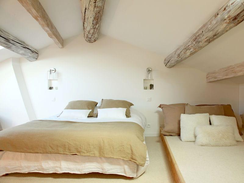 une chambre d 39 inspiration scandinave combles et greniers des espaces malins et bien pens s. Black Bedroom Furniture Sets. Home Design Ideas