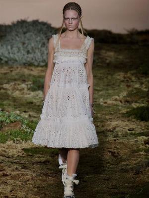 Une robe champ tre alexander mcqueen mariage 20 robes for Alexander mcqueen robe de mariage