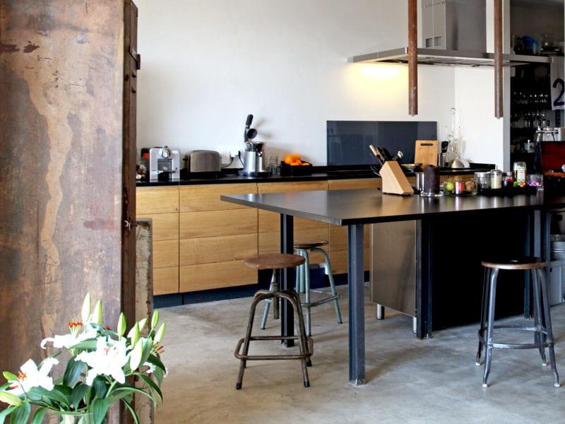 cuisine en bois industrielle utiliser le bois dans sa cuisine journal des femmes. Black Bedroom Furniture Sets. Home Design Ideas