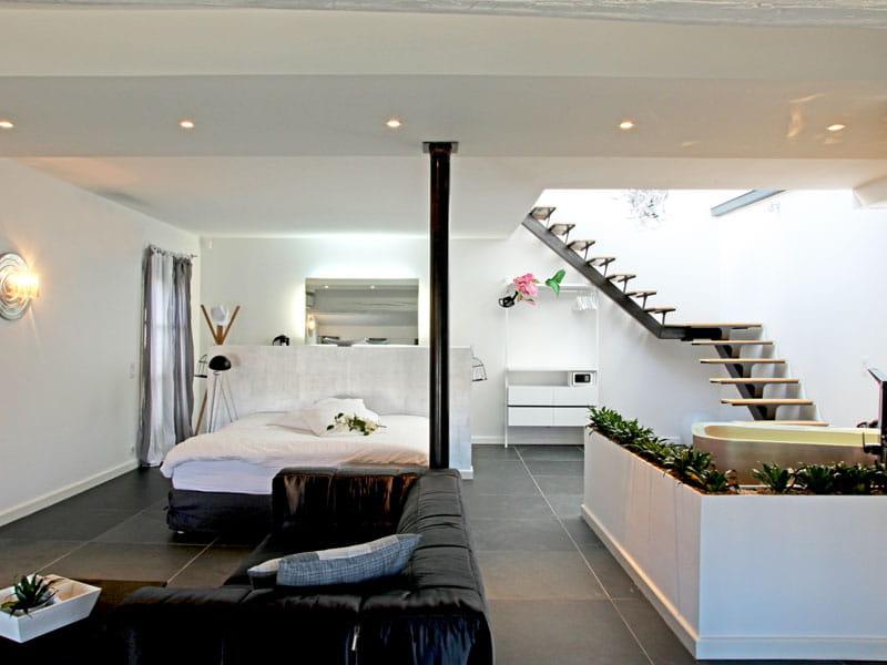 chambre fa on loft style urbain chic dans une maison d 39 arles journal des femmes. Black Bedroom Furniture Sets. Home Design Ideas