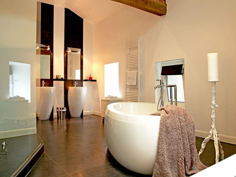 salle de bains chic et moderne des salles de bains de d corateurs journal des femmes d coration. Black Bedroom Furniture Sets. Home Design Ideas