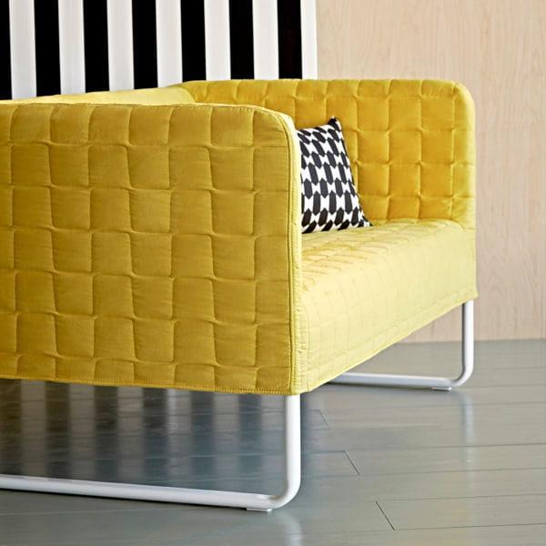 canap jaune knopparp d 39 ikea le jaune illumine la d co journal des femmes. Black Bedroom Furniture Sets. Home Design Ideas