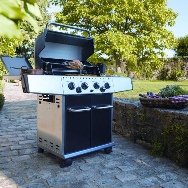 le roi du jardin barbecues planchas et braseros pour cuisiner au jardin journal des femmes. Black Bedroom Furniture Sets. Home Design Ideas