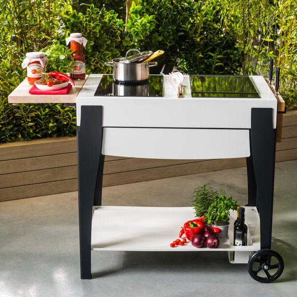 en noir et blanc barbecues planchas et braseros pour cuisiner au jardin journal des femmes. Black Bedroom Furniture Sets. Home Design Ideas