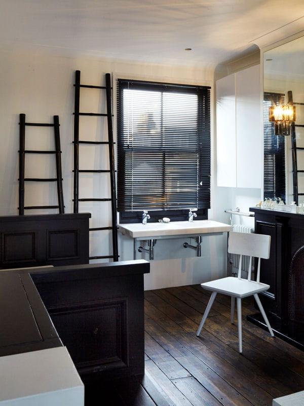Salle de bains en noir et blanc une maison de famille so british journal des femmes for Idee faience salle de bain blanche creteil