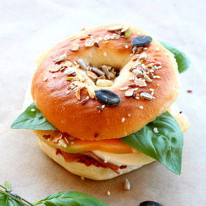 30 recettes de bagels et hot dog recettes de bagels et hot dog journal des femmes. Black Bedroom Furniture Sets. Home Design Ideas