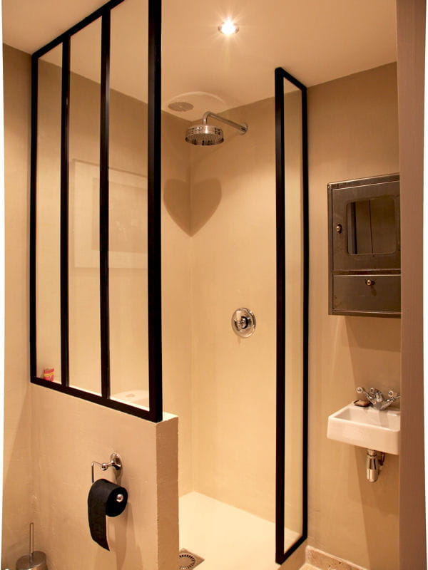 verri re en paroi de douche une verri re pour un. Black Bedroom Furniture Sets. Home Design Ideas