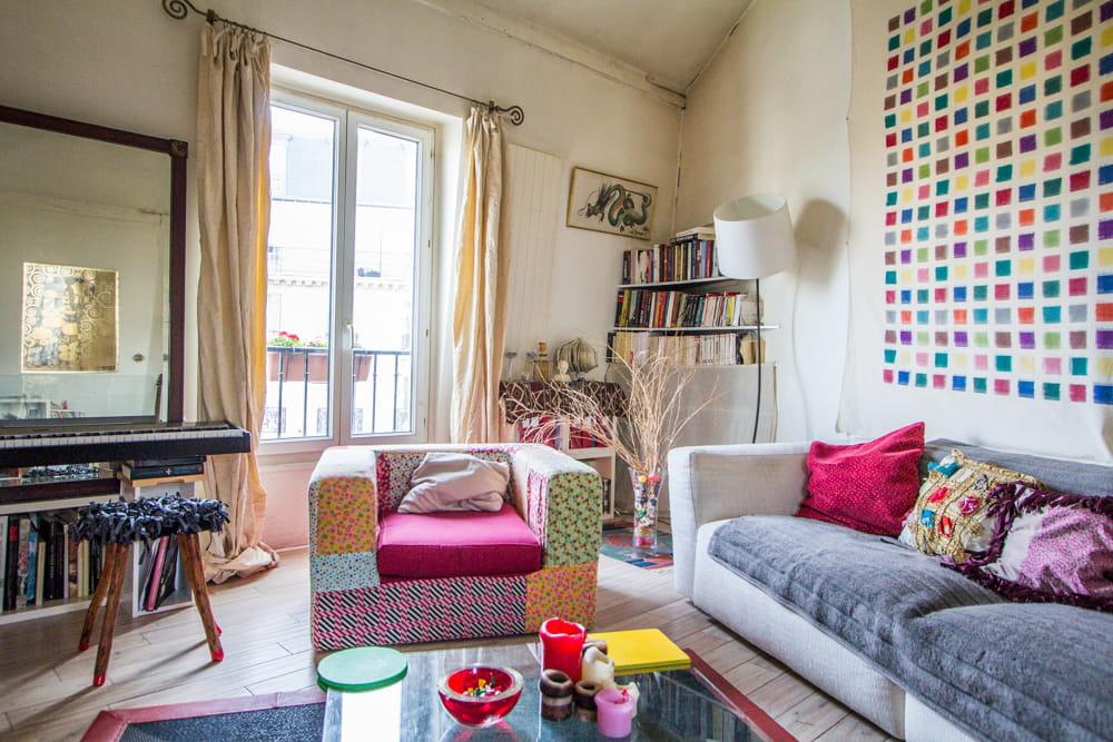un salon multicolore. Black Bedroom Furniture Sets. Home Design Ideas