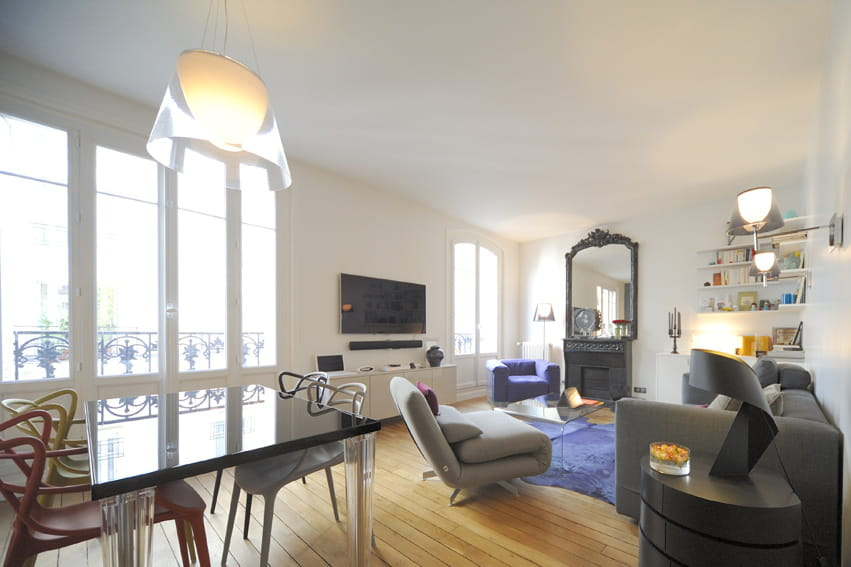 un appartement parisien compl tement d cloisonn journal des femmes. Black Bedroom Furniture Sets. Home Design Ideas
