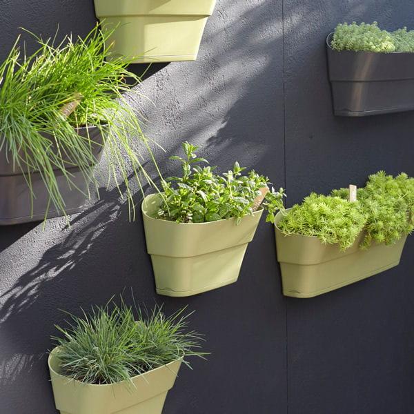 des jardini res modulables des jardini res qui donnent vie au balcon journal des femmes. Black Bedroom Furniture Sets. Home Design Ideas