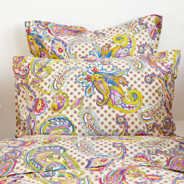Un lit oriental battle d co tons pastel vs couleurs flashy journal des - Parure de lit zara home ...
