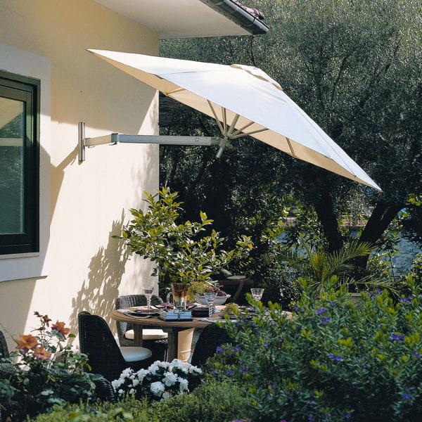 un parasol comme sur une terrasse petit balcon voil. Black Bedroom Furniture Sets. Home Design Ideas