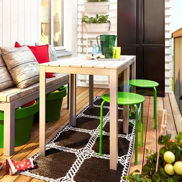Un repas la bonne franquette petit balcon voil le for Table exterieur etroite