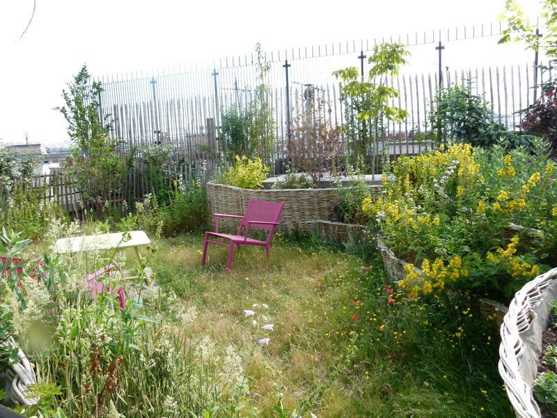 un toit terrasse fa on jardin de campagne journal des femmes. Black Bedroom Furniture Sets. Home Design Ideas