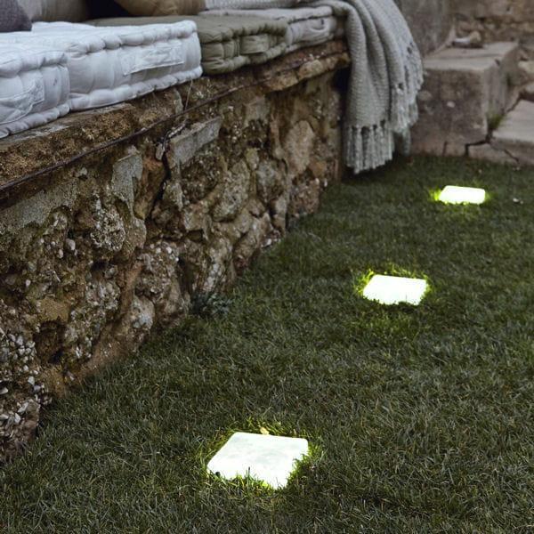 Une all e lumineuse belles id es pour un jardin en for Pot lumineux leroy merlin