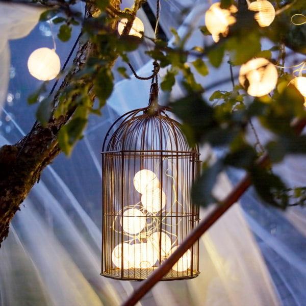 une guirlande cologique et conomique belles id es pour un jardin en lumi re journal des femmes. Black Bedroom Furniture Sets. Home Design Ideas