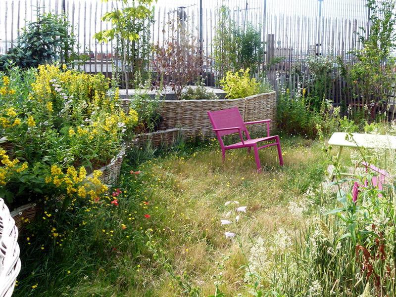 Pelouse sauvage : Un toit-terrasse façon jardin de campagne - Journal ...