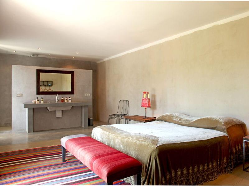 une salle de bains au fond de la chambre tendance la salle de bains ouverte sur la chambre. Black Bedroom Furniture Sets. Home Design Ideas