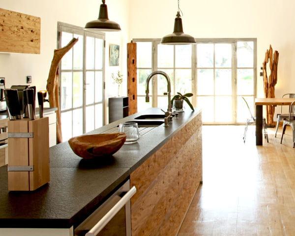 sculptures longilignes que faire avec du bois flott journal des femmes. Black Bedroom Furniture Sets. Home Design Ideas