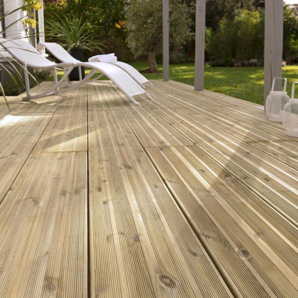 lames en pin castorama terrasse on touche du bois. Black Bedroom Furniture Sets. Home Design Ideas