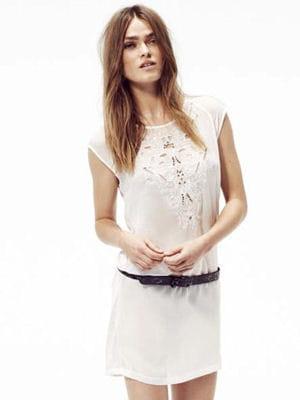 robe d tails perles de ikks la robe blanche nous branche journal des femmes. Black Bedroom Furniture Sets. Home Design Ideas