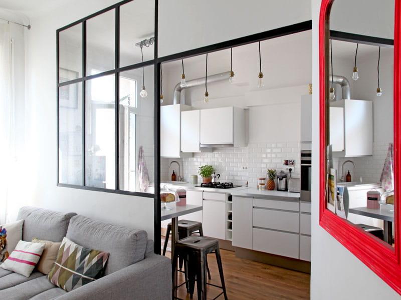 miroir fluo et verri re lumineuse un appart 39 pour faire le plein d 39 id es d co journal des femmes. Black Bedroom Furniture Sets. Home Design Ideas