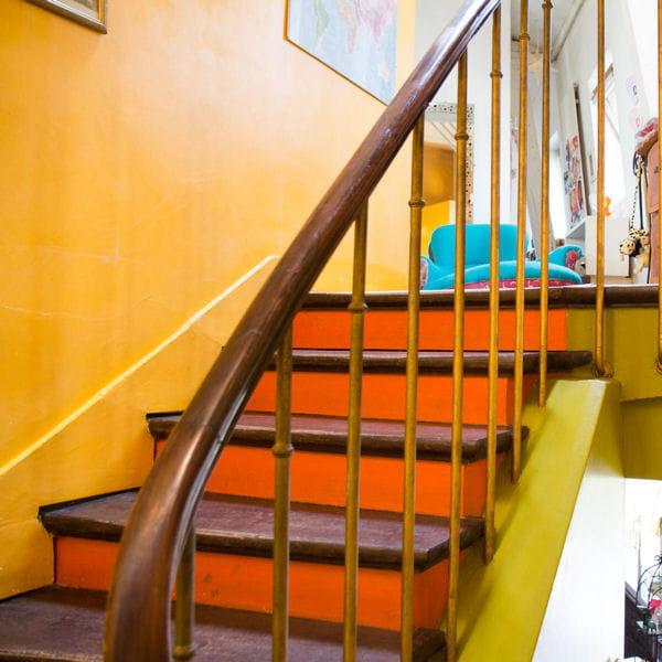Peindre les contremarches dans une couleur vive - Peindre les escaliers ...