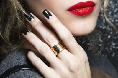 Twistez Vos Ongles Avec Une French Manucure Invers E Journal Des Femmes