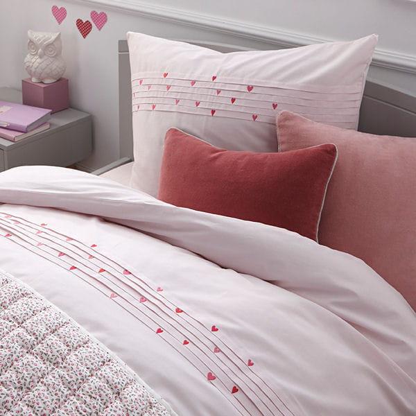 faites le plein d 39 amour la chambre d 39 enfant dans de beaux draps journal des femmes. Black Bedroom Furniture Sets. Home Design Ideas