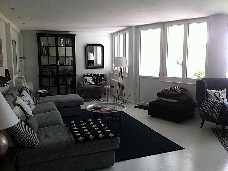 un salon spacieux et lumineux visitez la maison d 39 elisabeth journal des femmes. Black Bedroom Furniture Sets. Home Design Ideas