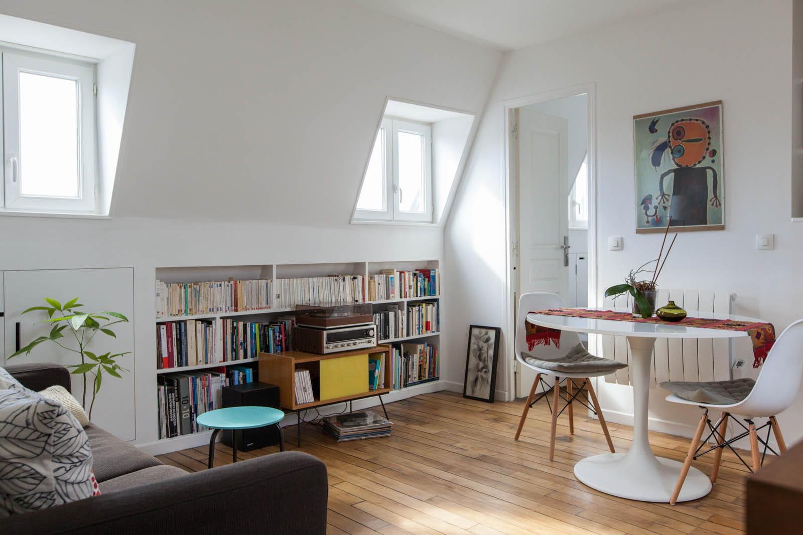 petit espace un chouette nid sous les combles journal des femmes. Black Bedroom Furniture Sets. Home Design Ideas
