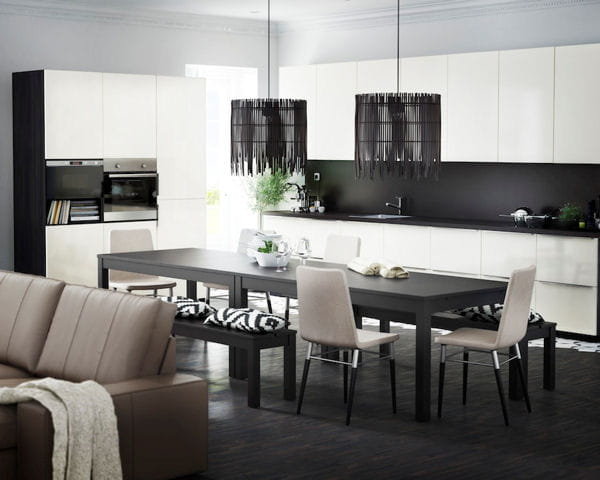 en noir et blanc quand la cuisine s 39 int gre au s jour journal des femmes. Black Bedroom Furniture Sets. Home Design Ideas