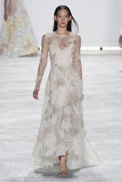 La robe v g tale monique lhuillier fashion week les for Monique lhuillier robes de mariage