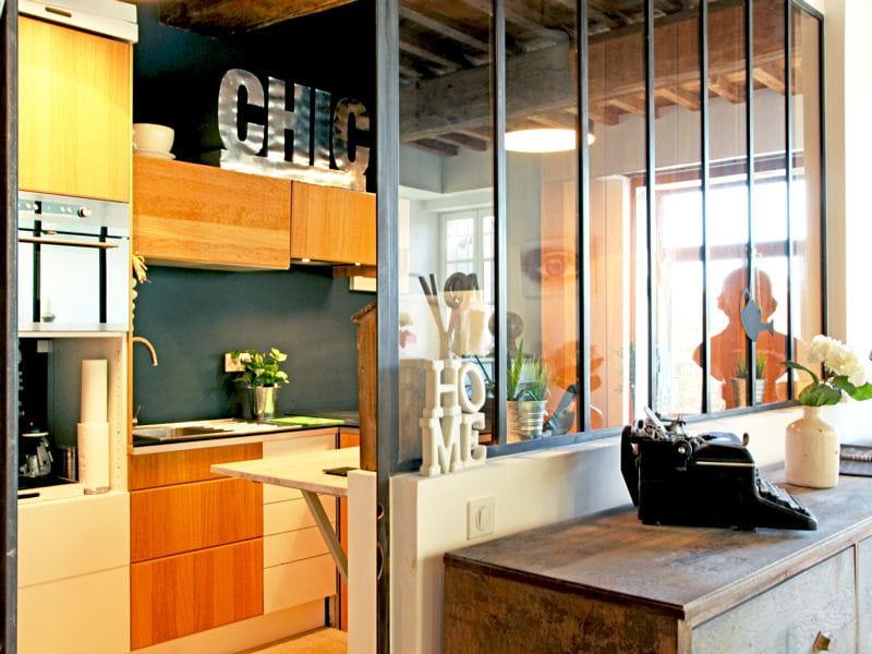 m lange des styles la cuisine avec verri re mi ouverte mi ferm e journal des femmes. Black Bedroom Furniture Sets. Home Design Ideas