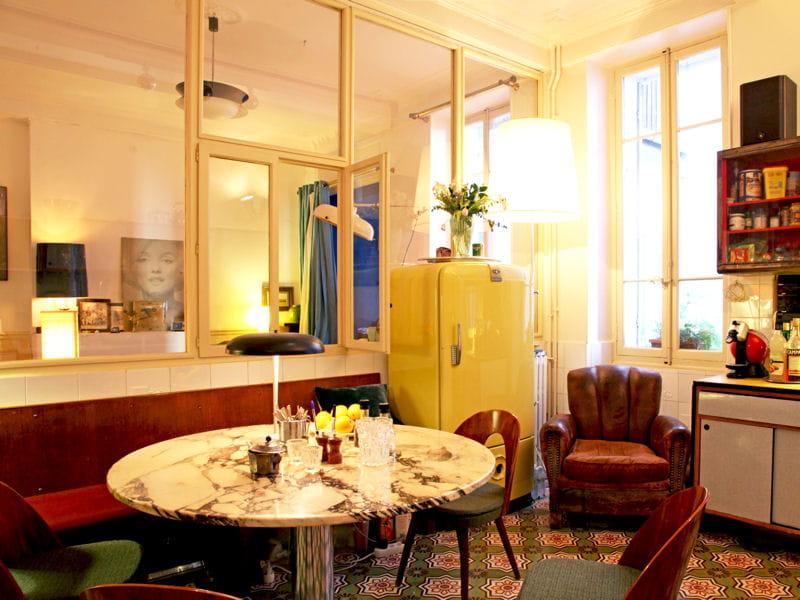 Une d co vintage la cuisine avec verri re mi ouverte mi for Deco cuisine a l ancienne