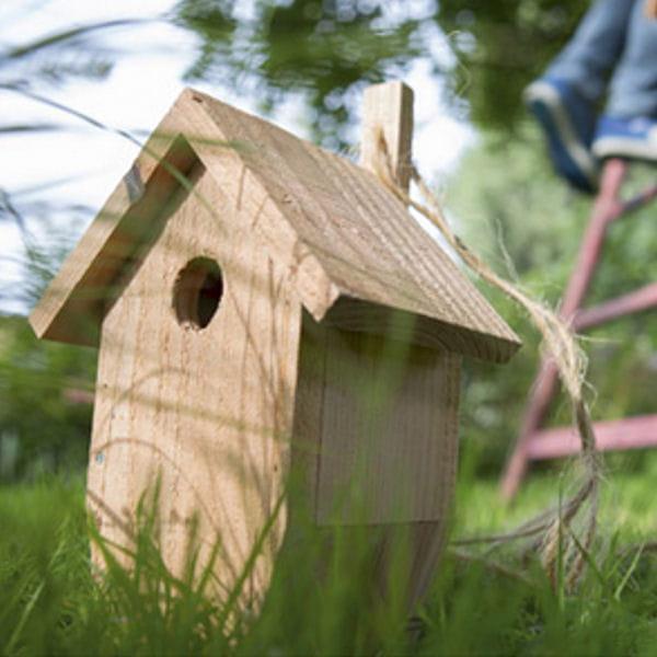 un nichoir personnalisable des abris pour les oiseaux et insectes journal des femmes. Black Bedroom Furniture Sets. Home Design Ideas