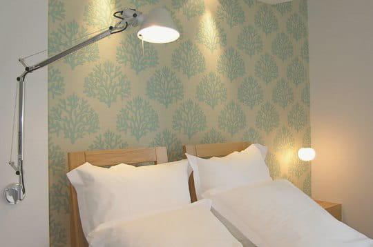 t te de lit corail escale contemporaine l 39 h tel de la vall e journal des femmes. Black Bedroom Furniture Sets. Home Design Ideas