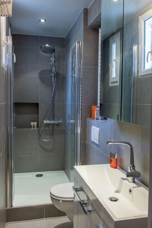 Au fond du couloir douche l 39 italienne 55 id es pour for Salle de douche 6m2