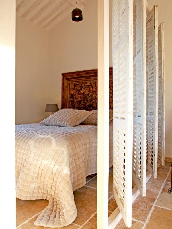une cloison esprit r cup 39 34 id es pour s parer l 39 espace en beaut journal des femmes. Black Bedroom Furniture Sets. Home Design Ideas